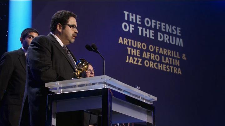 Arturo O'Farrill durante su discurso de agradecimiento