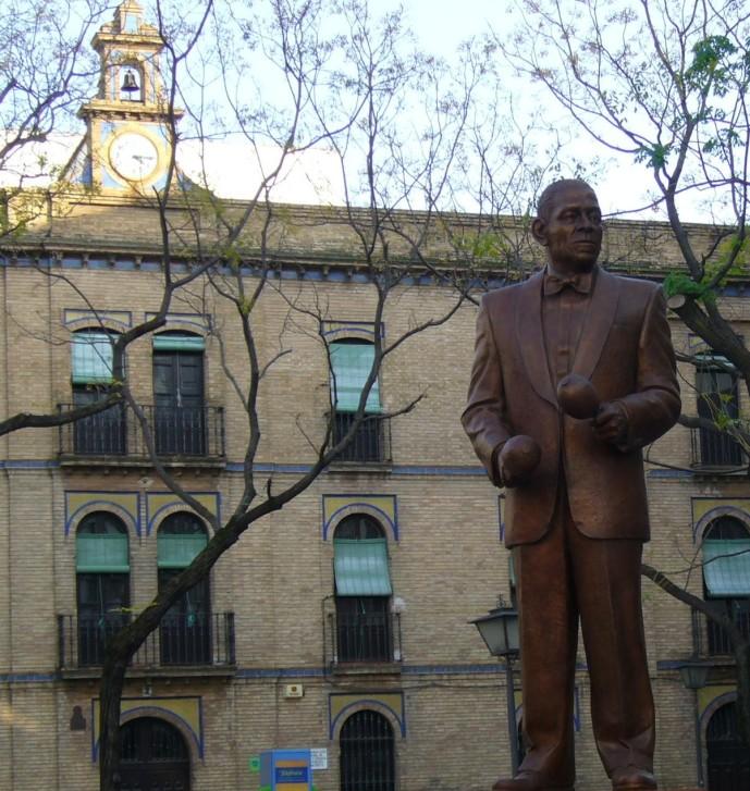 Estatua en honor a Antonio Machín en Sevilla, España. Foto: CGE vía www.commons.wikimedia.org