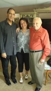 De izquierda a derecha: Gerardo Pérez, Imilka Fernández d WCM y el maestro Pablo Quintana