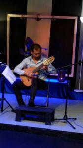 Manuel Paneque durante el concierto
