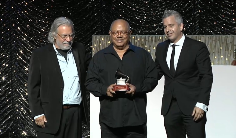 Pablo Milanés Premio a la Excelencia Musical